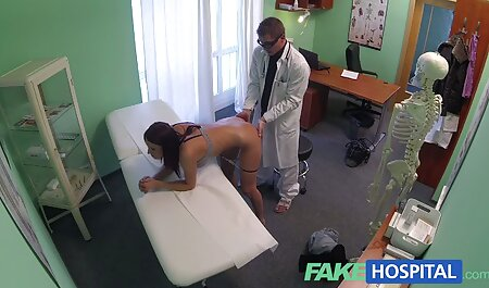 Gioco di ruolo troia piccola segretaria / sensuale porno free amatoriale italiano pompino, sperma sugli occhiali
