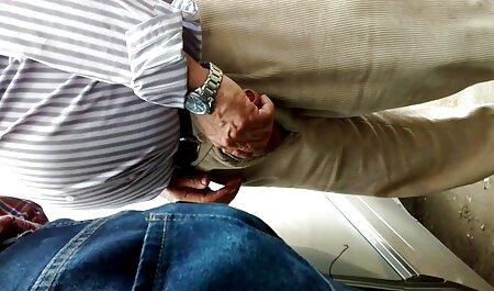Un tipo speciale di massaggio al sapone per video porno amatoriali italiani con dialoghi gli uomini
